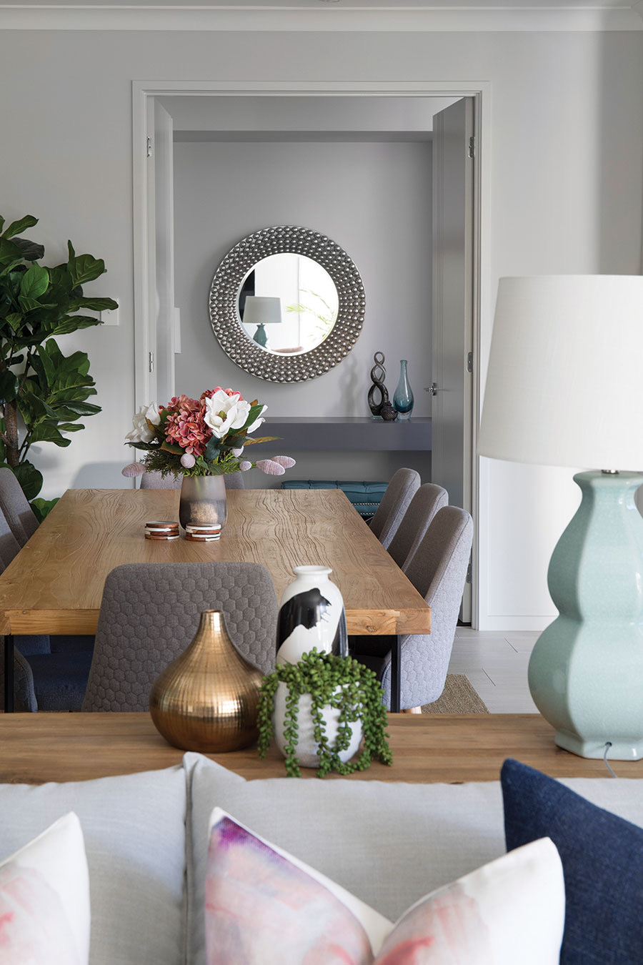 https://www.ivyandfinch.com.au/wp-content/uploads/2021/01/Interior-Design-Redland-Bay-Dining.jpg