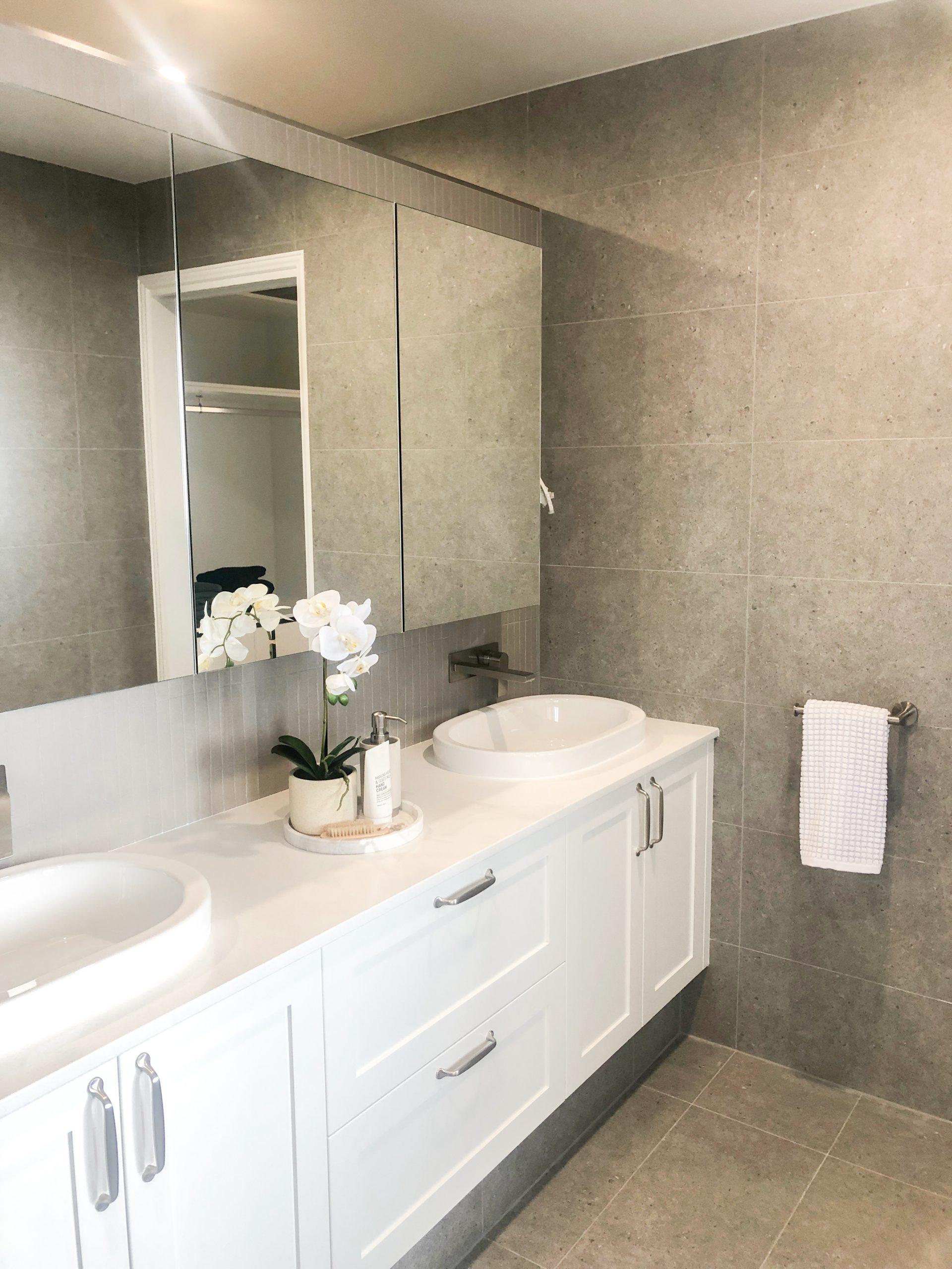 https://www.ivyandfinch.com.au/wp-content/uploads/2021/02/Bracken-Ridge-Interior-Design-Bathroom-Design-scaled.jpg